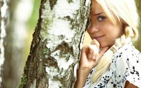 Blonde hiding behind a tree wallpaper 2560x1600 jpg