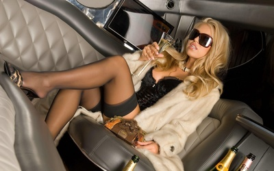 Blonde in a limousine wallpaper