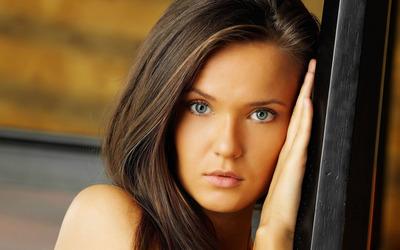 Blue eyed girl wallpaper