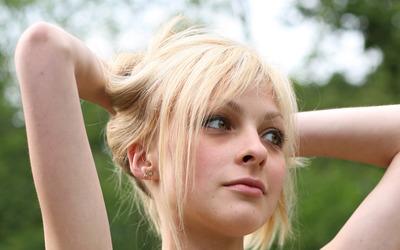 Cute blonde girl wallpaper