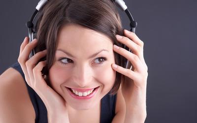 Cute girl with headphones wallpaper