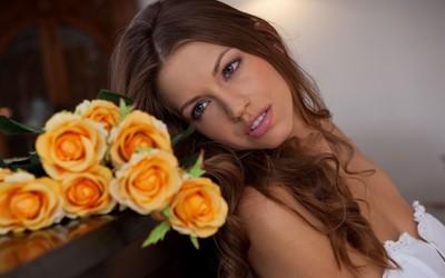 Eufrat gazing at the roses wallpaper