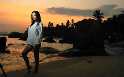Girl on the beach Wallpaper
