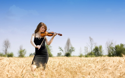 Girl playing at a violin wallpaper
