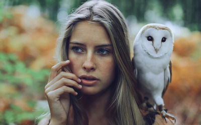 Girl with a Barn Owl on her shoulder wallpaper