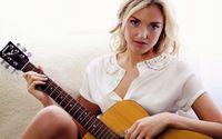 Girl with guitar wallpaper 2560x1600 jpg