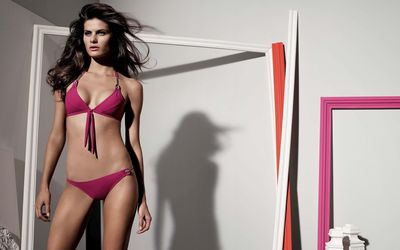 Isabeli Fontana in a pink swimsuit wallpaper