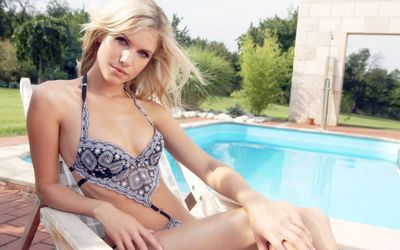 Iveta Vodakova by a pool wallpaper