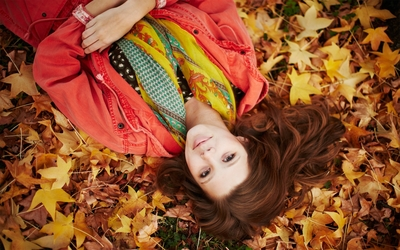 Redhead in autumn leaves wallpaper