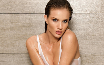Rosie Huntington-Whiteley with wet hair wallpaper