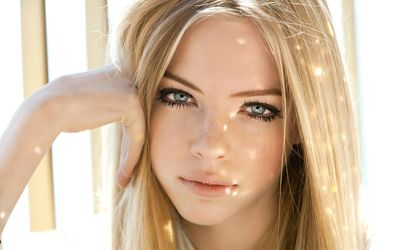Sun light reflecting on Skye Stracke wallpaper