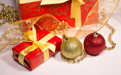Baubles and Christmas presents wallpaper