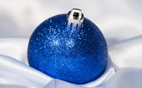 Blue Christmas ornament in silk wallpaper 3840x2160 jpg