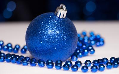 Blue Christmas ornaments wallpaper