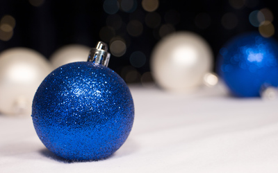 Blue sparkly ornament wallpaper