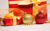 Christmas presents and baubles wallpaper 3840x2160 jpg