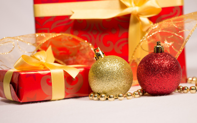 Christmas presents and baubles wallpaper