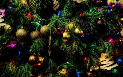 Colorful baubles in the Christmas tree wallpaper