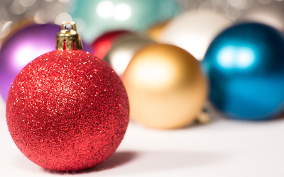 Colorful Christmas baubles wallpaper