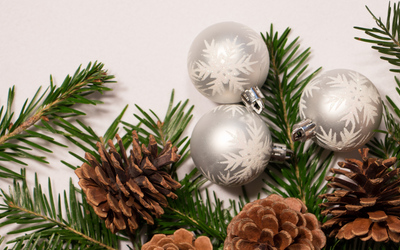 Cones and Christmas baubles wallpaper