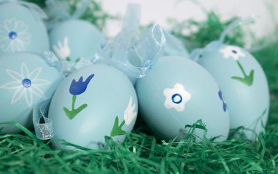 Easter eggs in the grass wallpaper