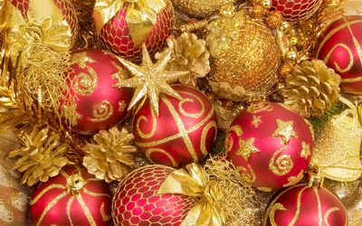 Gilded Christmas decorations wallpaper