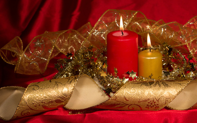 Golden and red Christmas candles wallpaper