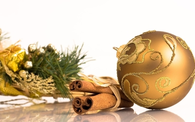 Golden bauble by the cinnamon wallpaper