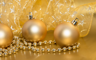 Golden Christmas decorations wallpaper