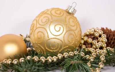 Golden ornaments on a fir branch wallpaper