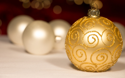 Golden sparkly bauble and white baubles wallpaper