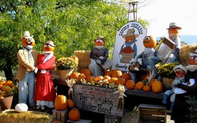 Halloween pumpkin figurines wallpaper