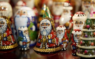 Happy Santa figurines for Christmas decoration wallpaper