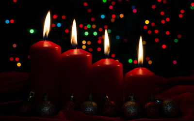 Red Advent candles wallpaper