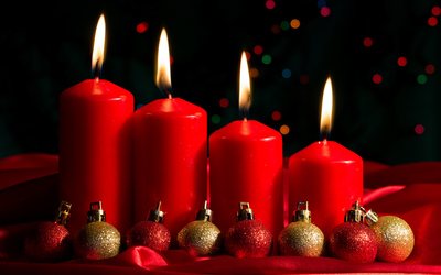 Red Advent candles and baubles wallpaper