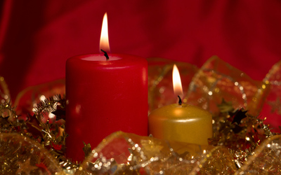 Red and golden Christmas candles wallpaper