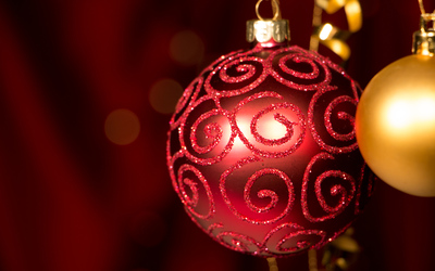 Red and golden hanging baubles wallpaper