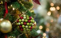 Red and green marbles on the bauble wallpaper 1920x1200 jpg