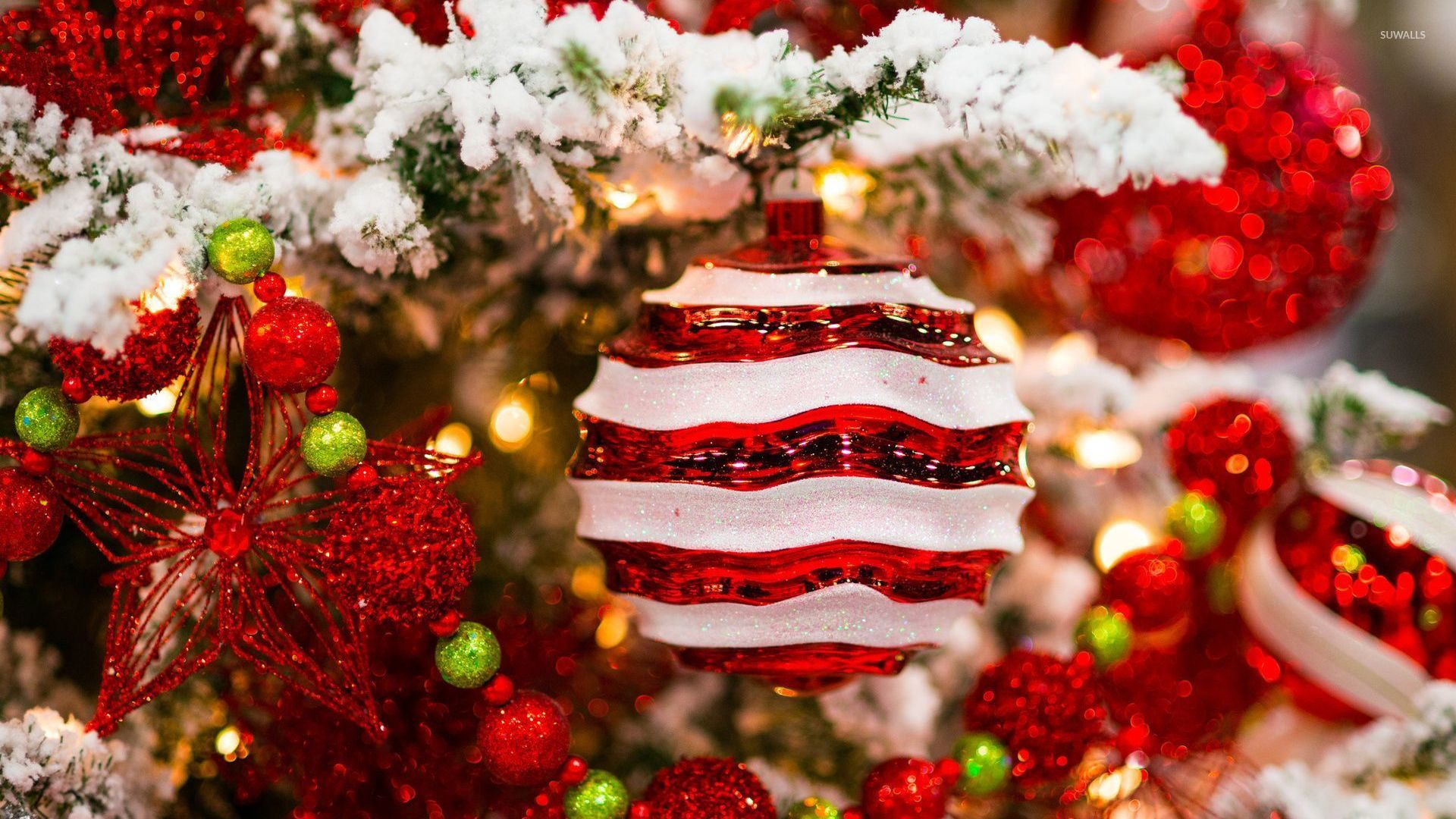 Red and white decorations in the snowy christmas tree wallpaper holiday wallpapers 52001 - Red and white decorations ...