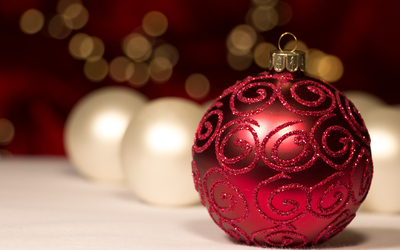Red sparkly bauble and white baubles wallpaper