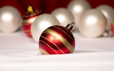 Red striped bauble wallpaper