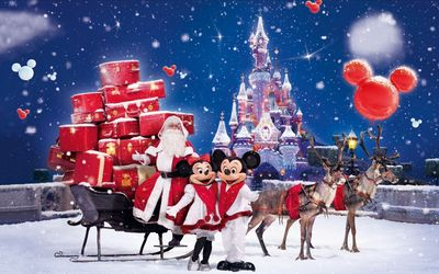 Santa Claus bringing gifts in a Disneyland park wallpaper