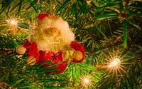 Santa Claus decoration in the Christmas tree wallpaper 1920x1200 jpg