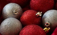 Silver and red sparkly baubles wallpaper 3840x2160 jpg
