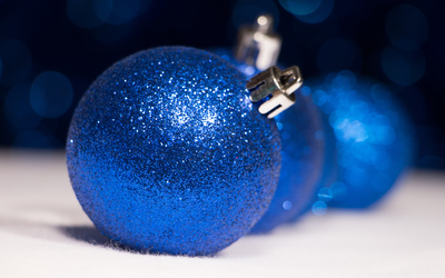 Sparkly blue Christmas ornaments wallpaper