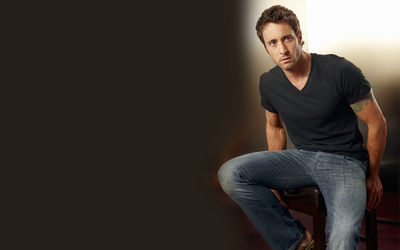 Alex O'Loughlin wallpaper