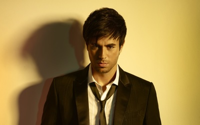 Enrique Iglesias in a black suit wallpaper