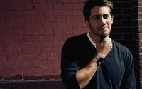 Jake Gyllenhaal with a silver watch wallpaper 2560x1600 jpg