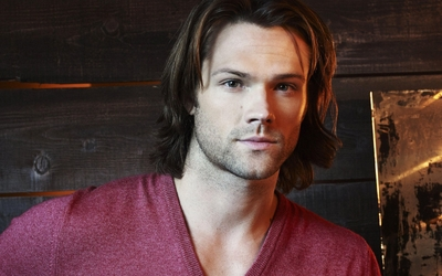 Jared Padalecki in a pink shirt wallpaper