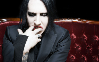 Marilyn Manson on a red sofa wallpaper